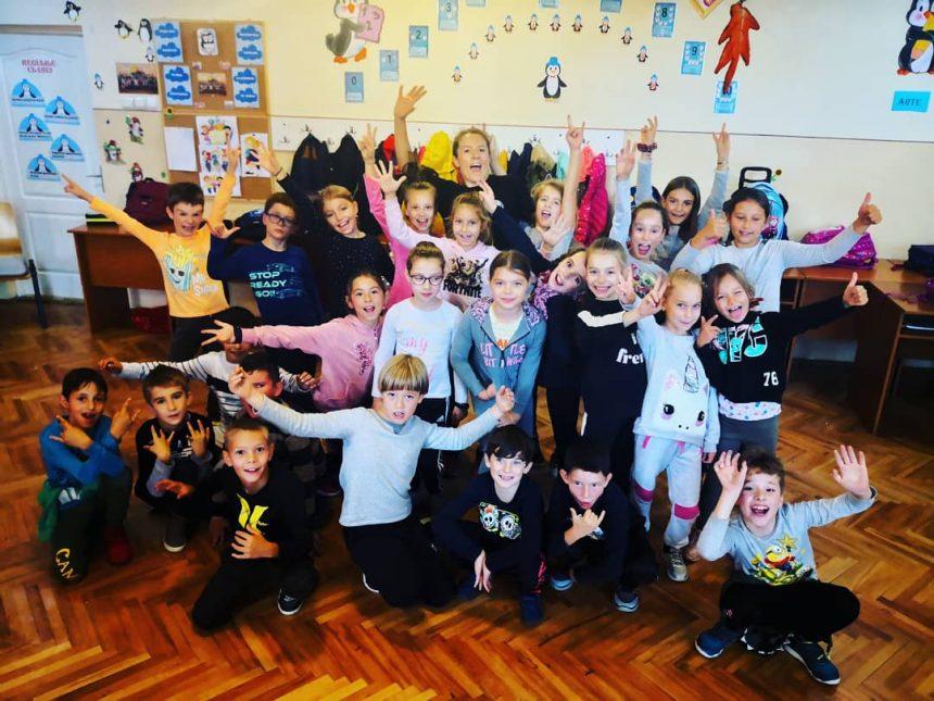 """FOTO: O călătorie în Polonia """"provoacă"""" un neobişnuit proiect, aplicabil în şcolile din Bistriţa!"""