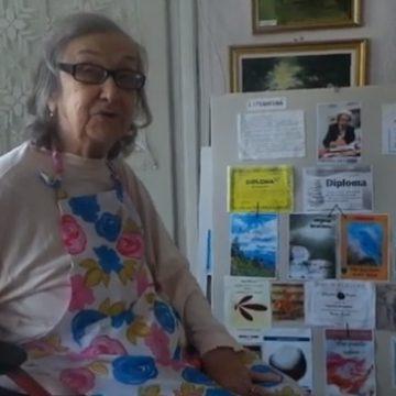 OAMENI din Bistriţa-Năsăud: Virginia Brănescu, artista care desfiinţează cu un gest toată mizeria şi graba din jur