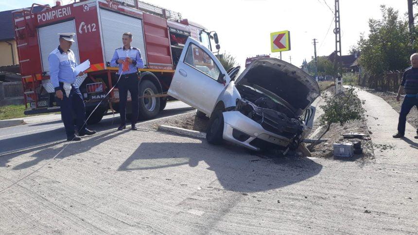 FOTO – Dipșa: A rămas blocată în mașină, după ce s-a oprit direct în capul de pod