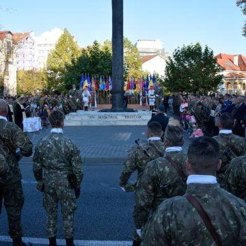 """FOTO/VIDEO. Emoţionantă ceremonie de Ziua Armatei Române, la Bistriţa. """"Este ziua în care ne arătăm respectul faţă de soldaţii români"""""""