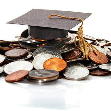 Burse de excelență și merit din partea Consiliului Județean pentru trei foști elevi din județ