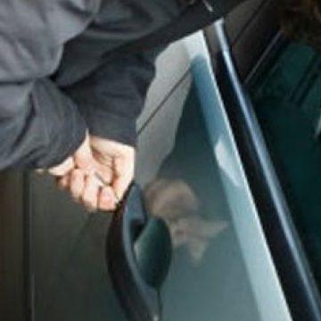 A furat în mod repetat piese de la o mașină până a fost prins în flagrant!