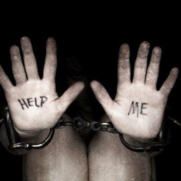Mama și fiica reținute pentru trafic de minori și proxenetism au ajuns după gratii!