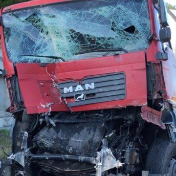 FOTO : Accident violent între două camioane pe centura Clujului. Un bistrițean este în stare gravă