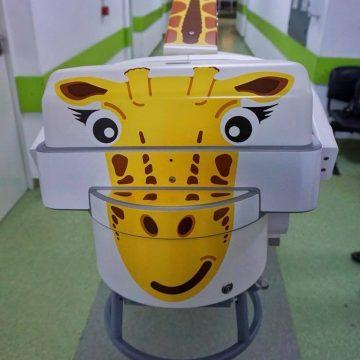 O girafă, noua achiziție a Spitalului Județean!