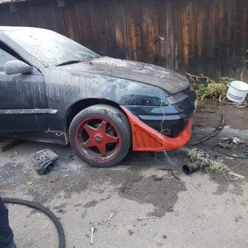 FOTO: I s-a aprins mașina la care lucra