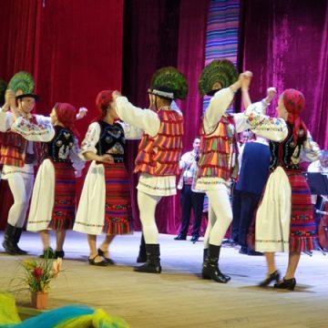 FOTO: Revista Spice, lansată în Cernăuţi, la Zilele Culturii Tradiţionale Româneşti