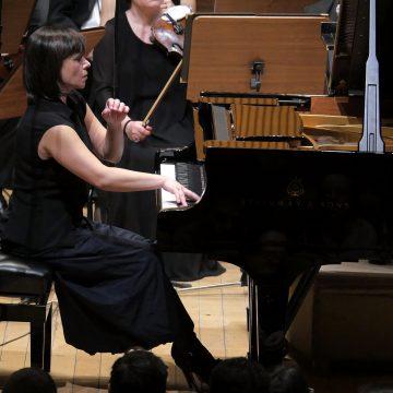 VIDEO: Un talent cu totul special, de un deosebit curaj, în recital la Bistriţa!