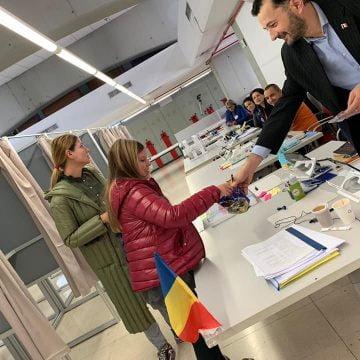 """FOTO:  Şi copiii bistriţenilor din Madrid votează! """"Cel mai bun rezultat din toate timpurile"""""""