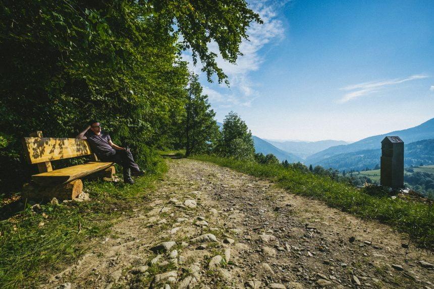 TULBURĂTOR: Povestea emoționantă a unui stâlp de pe Via Transilvanica, dedicat unei voluntare care a plecat la cer