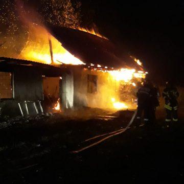 VIDEO Mărișelu: Incendiu devastator pornit de la un cazan de țuică