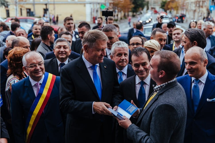 Președintele Iohannis se va plimba mâine pe Pietonal! Între 14.00-15.00