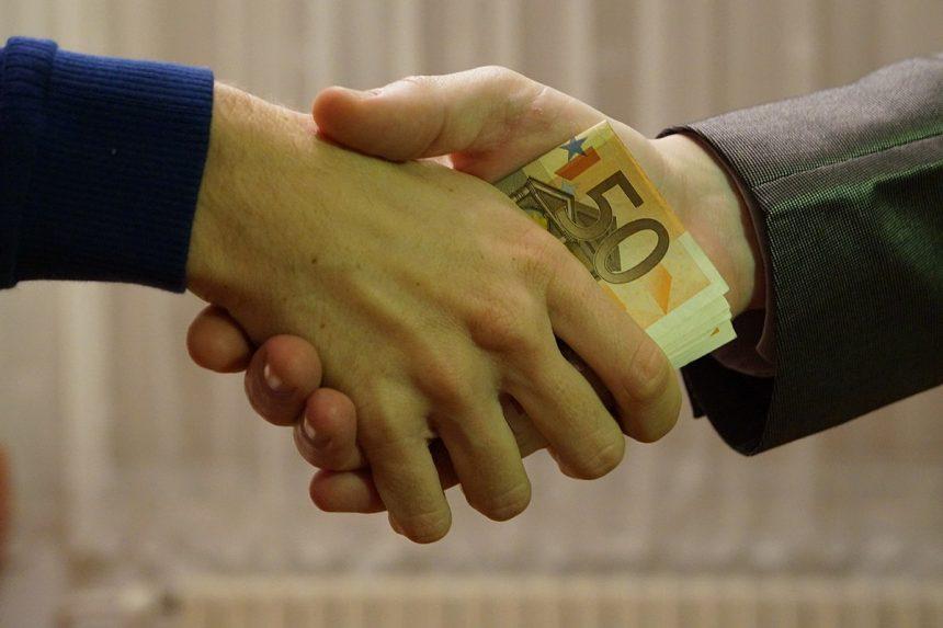 Om de afaceri din Bistrița, acuzat de DNA că a dat o mită de un milion de euro fostului director de la Apele Române