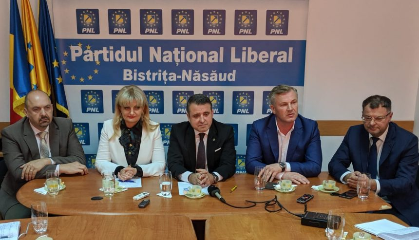 VIDEO – PNL-iștii bistrițeni au anunțat, victorioși, preluarea Guvernului: E o cale grea!