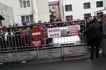 VIDEO: Un mini-protest spontan al elevilor de la LPS și INFOEL! CARE e motivul: