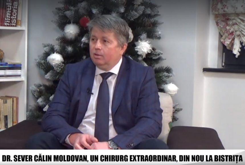 VIDEO: Chirurgul Sever Moldovan, unul dintre cei mai iubiți chirurgi, a făcut zeci de operații în premieră, la Bistrița