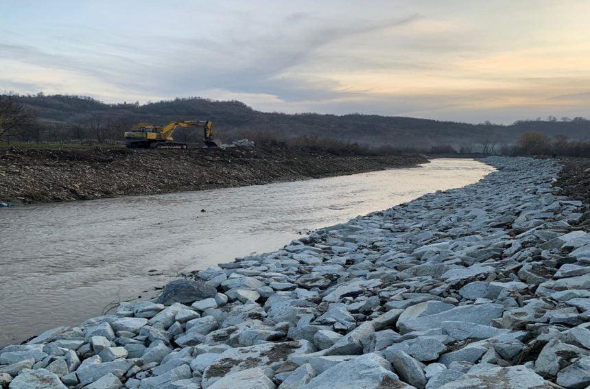 FOTO: Aproape 150.000 de lei s-au dus pe apa Şieului…