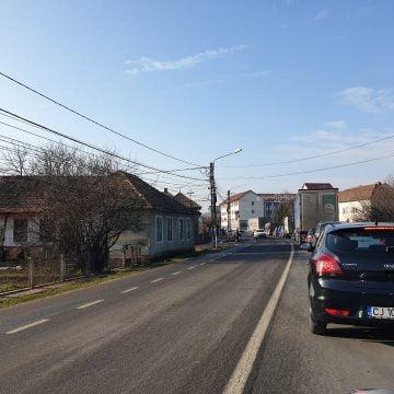 FOTO: Cozi pe kilometri întregi la intrarea și ieșirea din Beclean