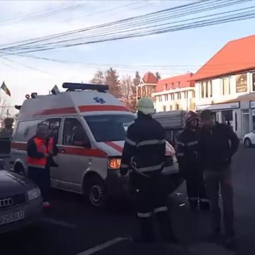 VIDEO: Ambulanță SAJ implicată într-un accident în Năsăud
