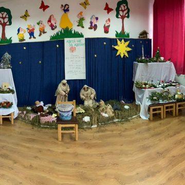FOTO IMPRESIONANT: Zeci de copii au creat ornamente și le-au vândut, pentru a ajuta educatoarea bolnavă