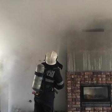 FOTO/VIDEO: Incendiu în municipiu, la o casă în construcție