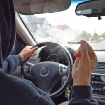 Tânăr și neliniștit! Drogat la volan și fără permis, și-a abandonat mașina și a fugit de polițiști