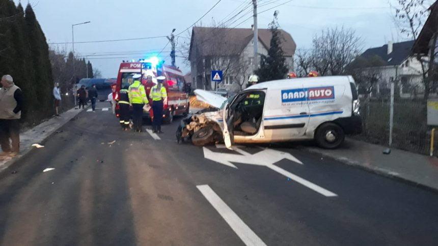 FOTO/VIDEO: GRAV accident pe Grigore Moisil. Unul dintre șoferi a fost aruncat prin parbriz
