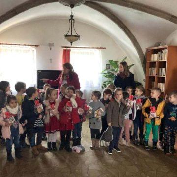 FOTO: Surprize pentru bunici, din partea copiilor de la Grădiniţa Nr 12
