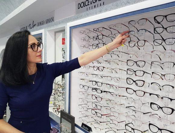 Iana OPTIC. Povestea fetei pe care ochelarii au făcut-o să se îndrăgostească de Bistrița