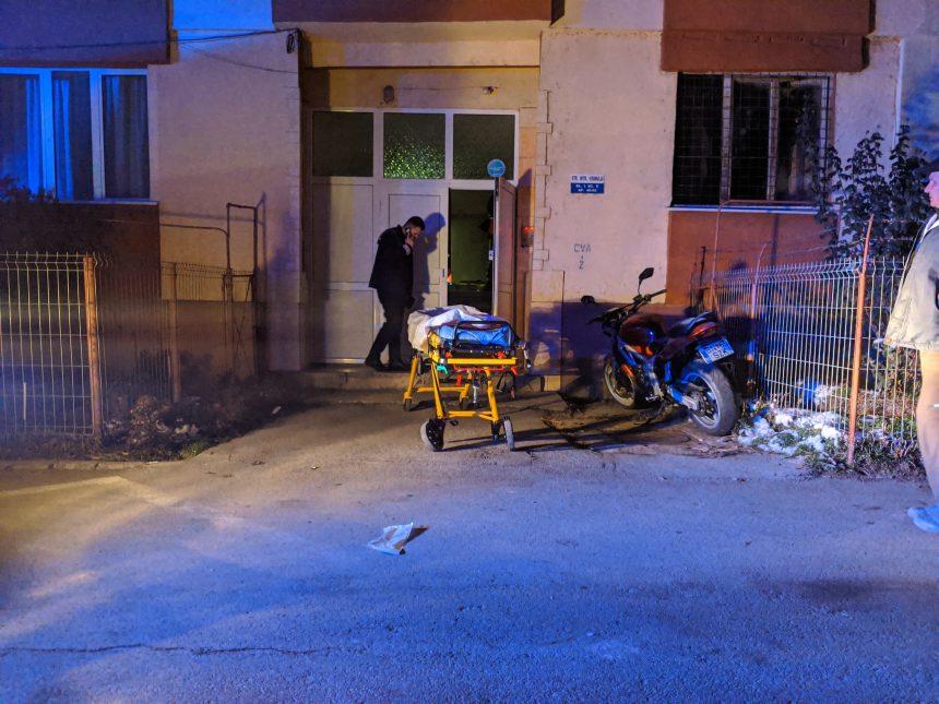 Copilașul care s-a prăbușit aseară de la etaj cu bunicul său a murit