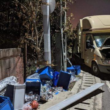 FOTO: Camionetă lovită de tren în Sărățel, noaptea trecută