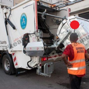 Supercom împarte buline roșii bistrițenilor după ce le caută prin gunoaie