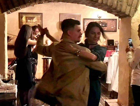 FOTO: Dacă în ultimii 7 ani n-ai petrecut cu prietenii o seară la Taverna Dogarilor nu știi ce-ai ratat!