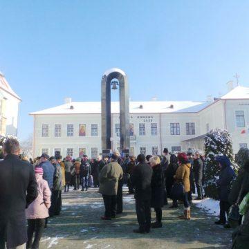 FOTO/VIDEO:  Au înfruntat gerul Bobotezei, pentru a participa la slujba specială de sfințire a apelor