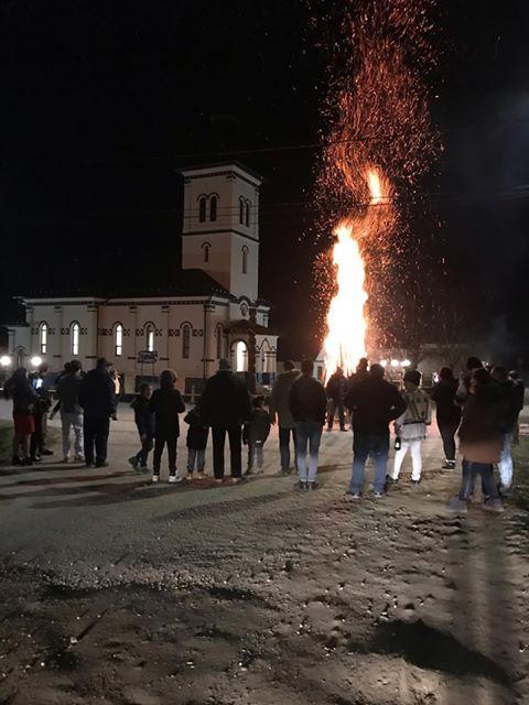 FOTO: Un altfel de foc, la Chiraleș! Noul an, fără spirite rele!