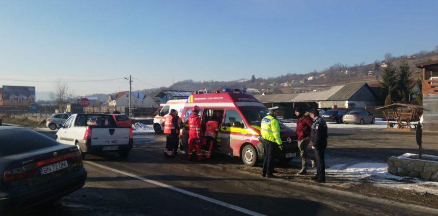 FOTO: O mamă și doi copii implicați într-un accident la ieșirea din Năsăud