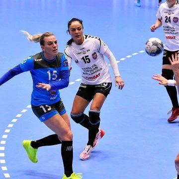 """Gloria Bistrița învinsă greu de campioana CSM București. Urmează """"Fetițele cu chibrituri"""" de la Odense în Cupa EHF"""