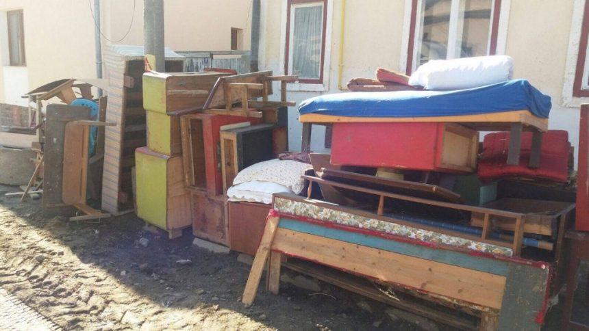 VIDEO: Canapele vechi, uși stricate sau gunoi din construcții?? AFLĂ unde te poți descotorosi de ele:
