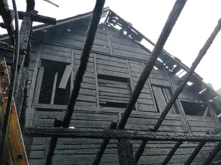 FOTO: Două case și o bucătărie de vară au ars la Măgura Ilvei
