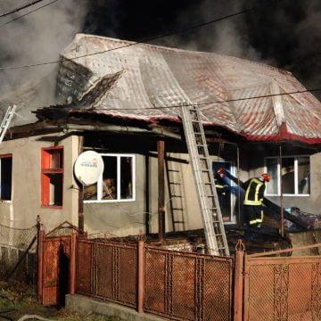 FOTO/VIDEO – MOCOD: De la un coș de fum s-a aprins tot acoperișul!