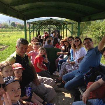 Cum se transformă o rută uitată de lume într-o atracție turistică, cu ajutorul voluntarilor. Unde a ajuns Mocănița Transilvaniei în 2019