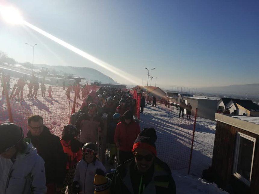 FOTO: Bistrițenii au luat cu asalt pârtia Cocoș, în weekend!
