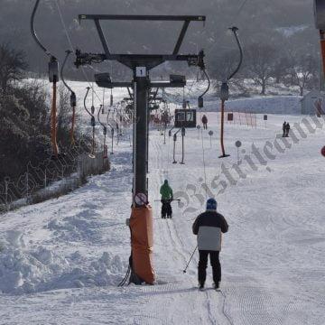 BISTRIȚA: Duminică, din nou pe schiuri! Se redeschide pârtia Cocoș!