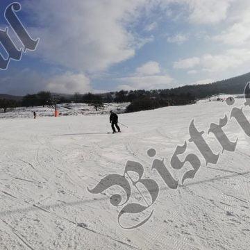 Iubitorii de schi vor putea aluneca pe Cocoș weekendul acesta, doar dacă zăpada e cum trebuie