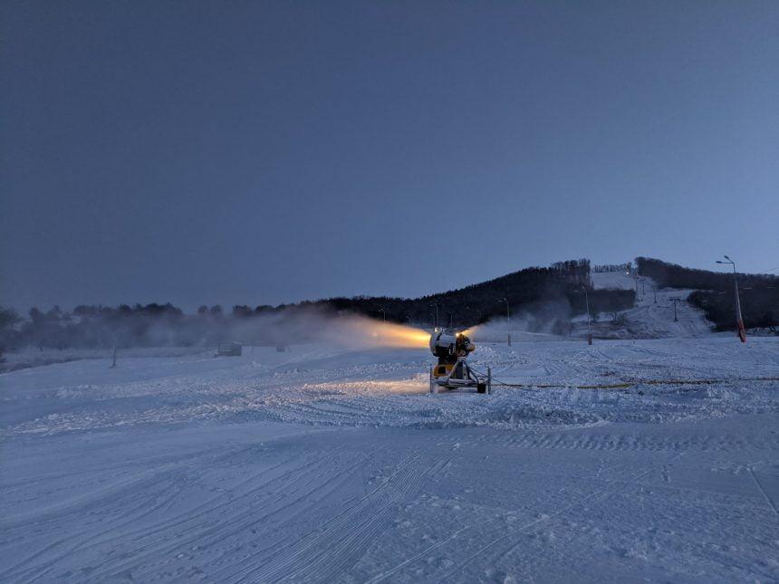 Ioan Turc pune tunurile (de zăpadă) pe Primăria Bistrița: Unde sunt promisiunile de altădată, domnule primar Crețu?