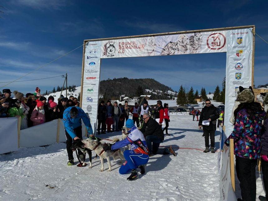 FOTO/VIDEO – Drumul Romanilor: Un spectacol de excepție, cu husky siberieni și zăpadă din belșug, la  Piatra Fântânele