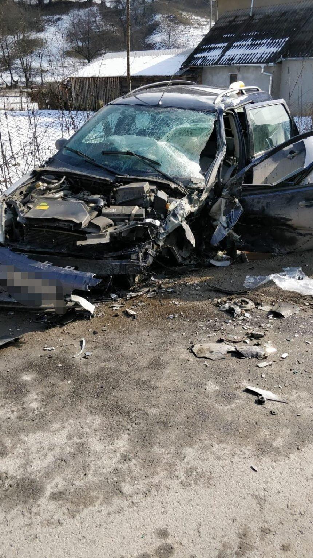 FOTO: Accident în Rebra. Două persoane au ajuns la spital
