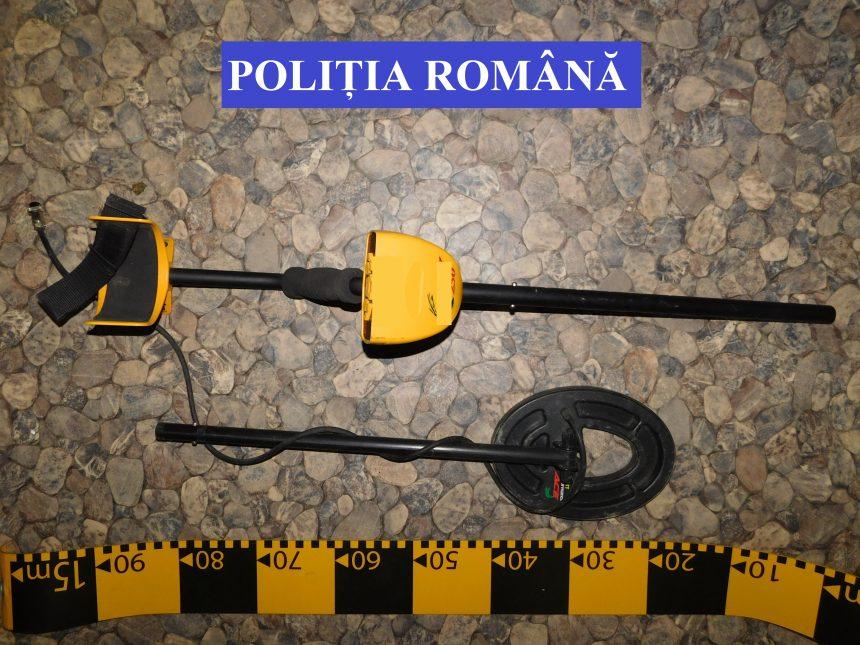 PERCHEZIȚII la Negrilești: Bărbat reținut, după ce s-au găsit arme, cartușe și trofee de mistreț!