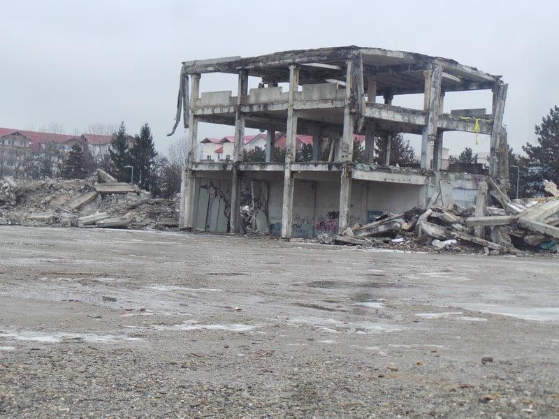 Rostul de dimineață:  Se face praf și pulbere încă o clădire legendară din Bistrița