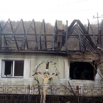 FOTO: 5 persoane au rămas fără un acoperiș deasupra capului în plină iarnă! Cum îi putem ajuta: